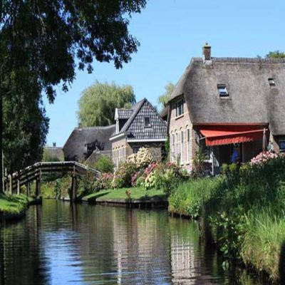 Giethoorn, in barca o in bicicletta